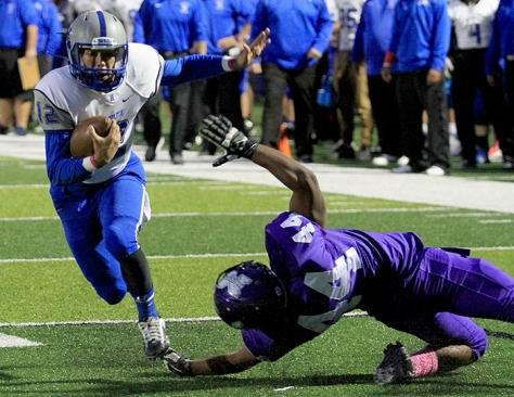 Hey!Hamilton/E.L. Hubbard Hamilton quarterback Steve Cunningham eludes the tackle of Middletown linebacker Jamar Thomas to score a Big Blue touchdown during their game at Barnitz Stadium in Middletown Friday, Oct. 9, 2015. Hamilton ruined the Middies homecoming with a 34-22 win.